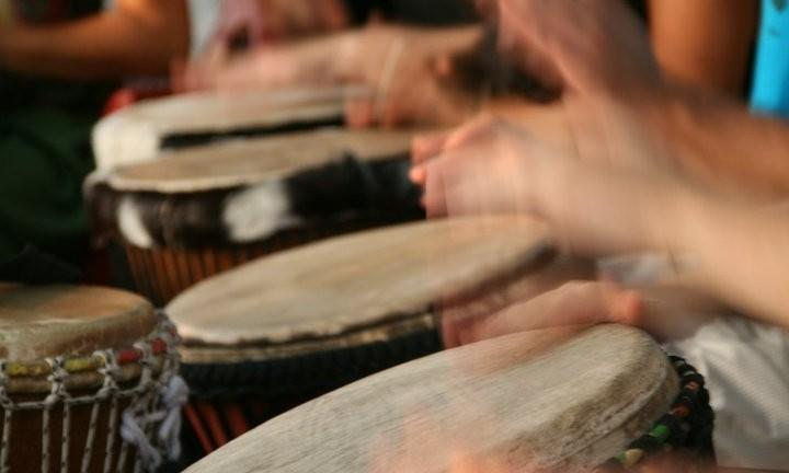 suonare-tamburi-e-percussioni